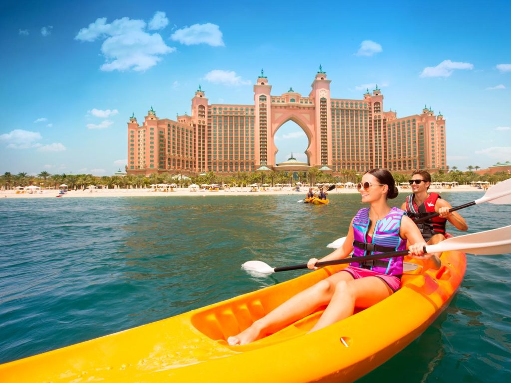 фото туристов в эмиратах отдых большом камне неизвестные